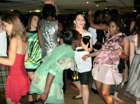 prom-ball-dancing