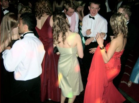 prom-school-dancers